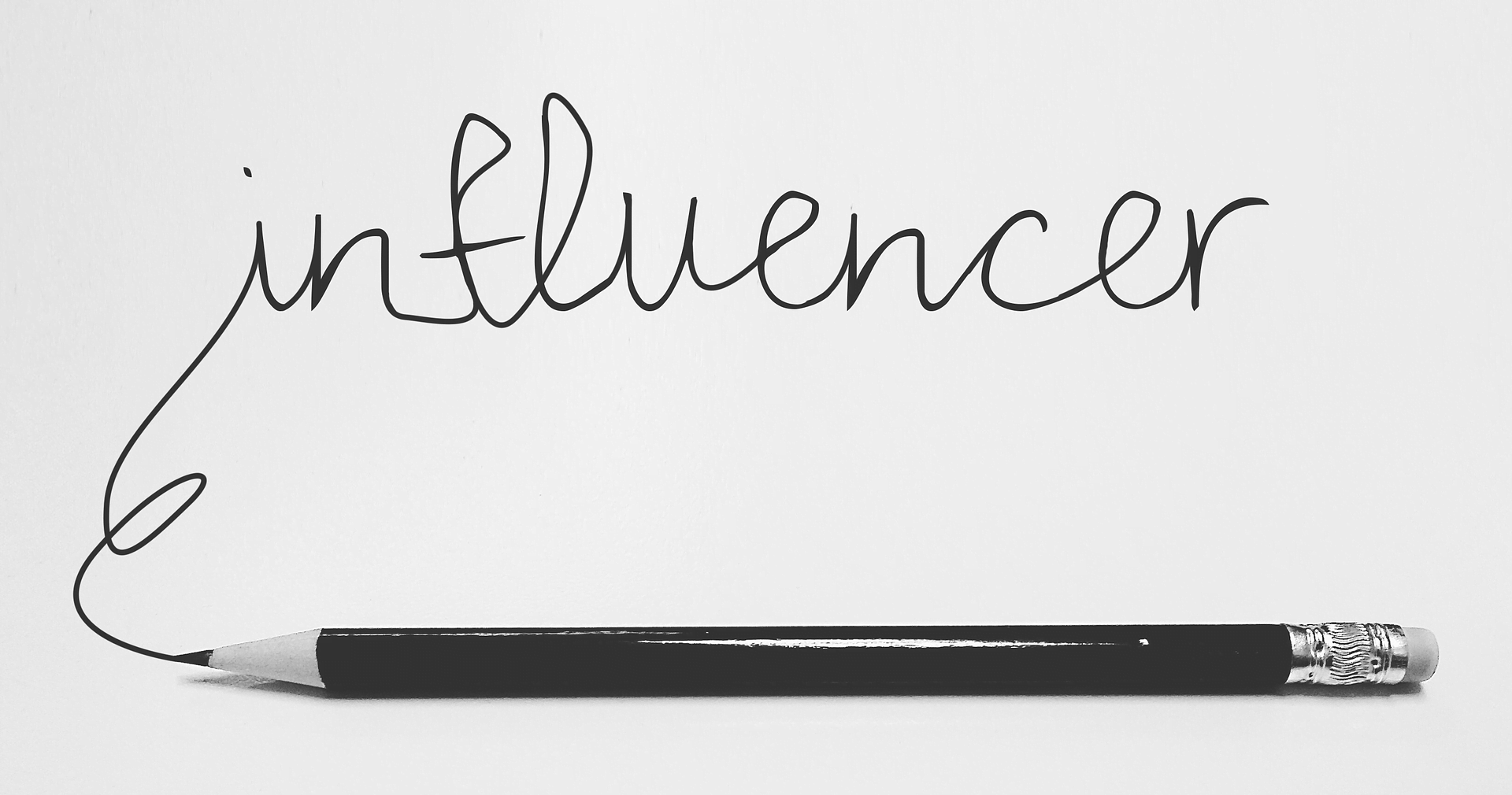 Influencer manuscrito con lápiz coaching